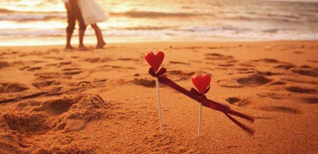 романтический ужин на берегу моря