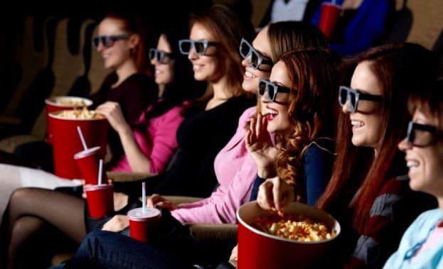 Фото девичника в кинозале