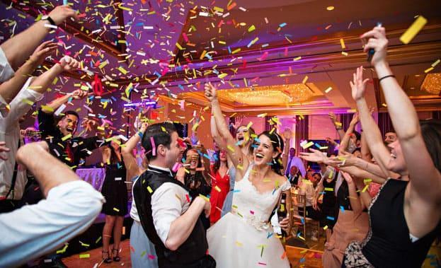 Фото конфетти на свадьбе