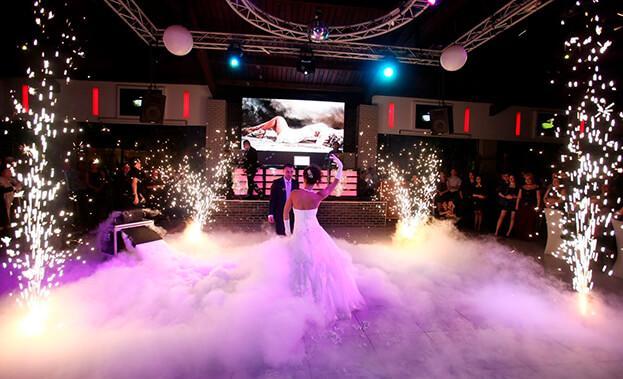 Фото свадебного танца с тяжелым дымом