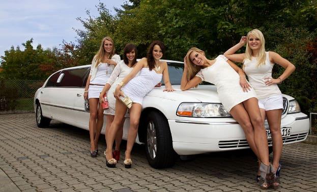 Фото арендованного лимузина на девичник