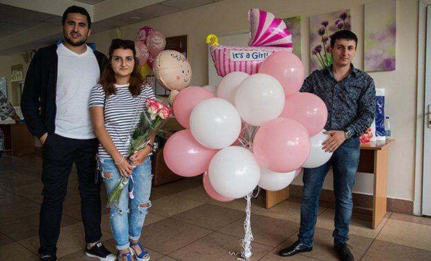Фото выписки девочки с шариками