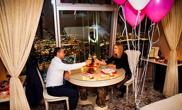 Романтический вечер в гостинице