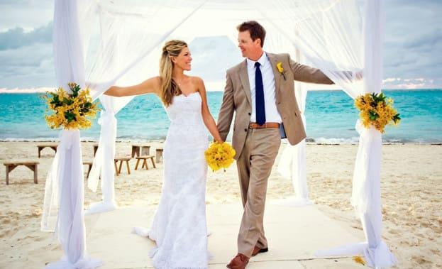 Фото свадьбы на берегу Бали