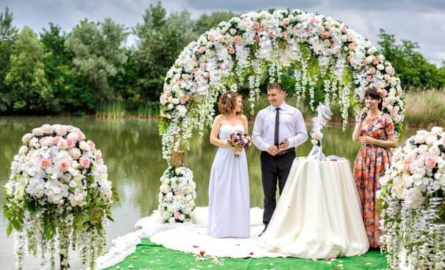 Фото свадьбы у водоема