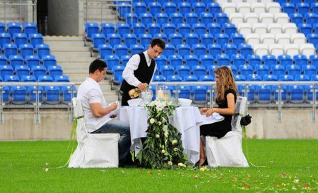 ужин на стадионе