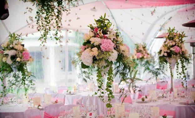 Фото оформления зала цветами