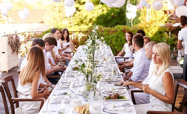 Фото гостей за столом