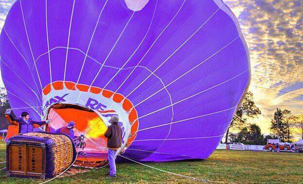предложение руки на воздушном шаре
