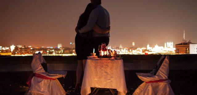 романтический ужин на берегу