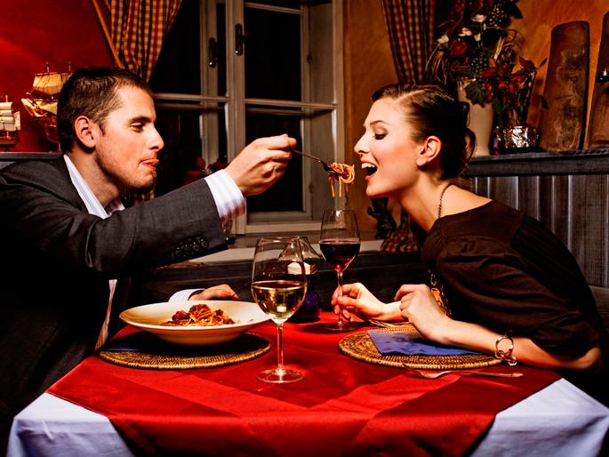 влюбленные ужинают