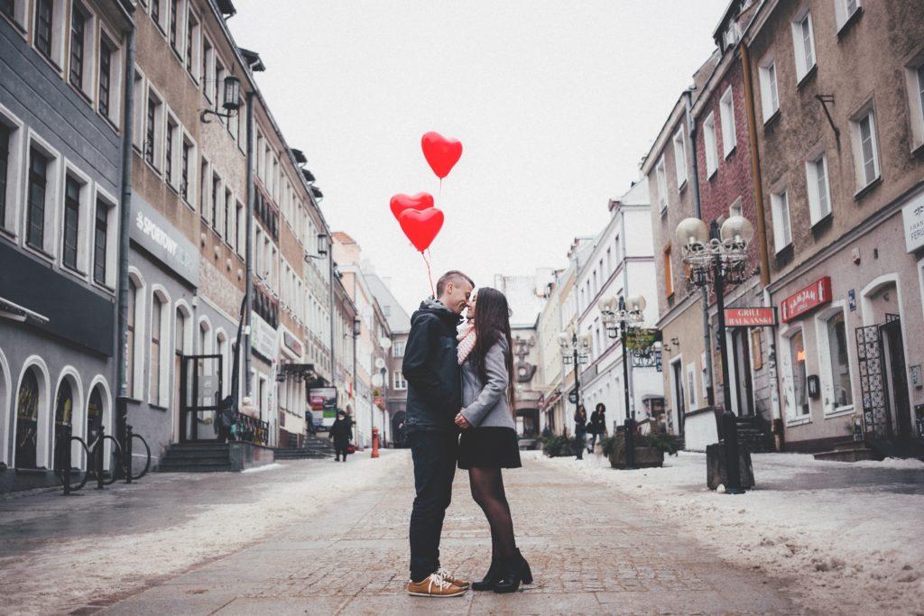 романтическая прогулка по улице